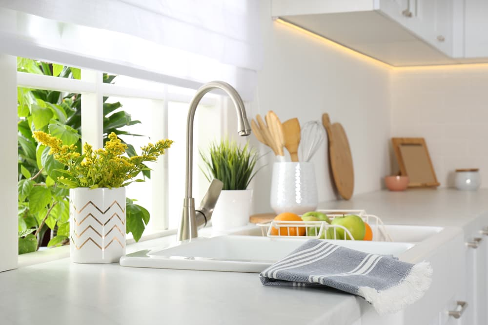 What types of kitchen sinks are there